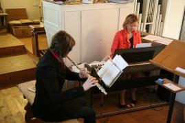 Tanja Haselhofe studierte die Festmesse ein und begleitete den Chor am Klavier