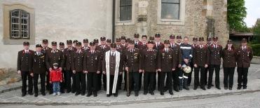 Nach der Sonntagsmesse traten die vereinten Feuerwehren aus Langmannersdorf und Perschling zum Freibier an