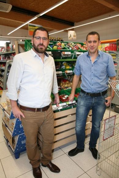 Christian und Thomas Bauer (von links) in ihrem Markt
