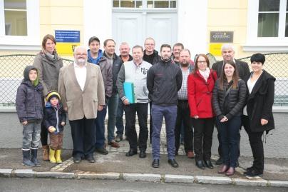 Bgm. Reinhard Breitner mit Hausverwalter Markus Pickl-Herk, Bauleiter Hannes Reisinger und Bauaufsicht Josef Karner