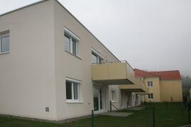 Neubau im ehemaligen Schulgarten hinter dem Altbau