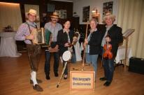 Der Mühlbertzupfer Gratulierverein sorgte für Späße und musikalische Unterhaltung