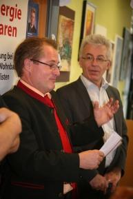 Bankstellenleiter Ing. Hans Baumgartner (links) eröffnete die Künstlergespräche, rechts: Hans Engelhart