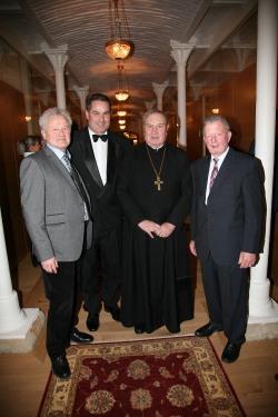 Architekt DI Dr. Iskander Galimov, Josef Renz, Probst Maximilan Fürnsinn und Willi Eigner (von links) warten auf das Konzert
