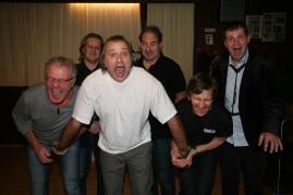 """""""Männerfoto"""": Von links: Franz Mader, Gerhard Zwickl, Heini Altbart, Andi Vanura, Walter Kahri und Manfred Spiess"""
