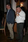 Die FPÖ-Gemeinderäte Christoph Pokorny und Ortsgruppenobmann Franz Peter Nussbaumer (von links) zeigten sich über die Wölblinger Stoabruchteifeln amüsiert.
