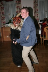 Christoph Pokorny wagte ein Tänzchen mit dem Krampus.