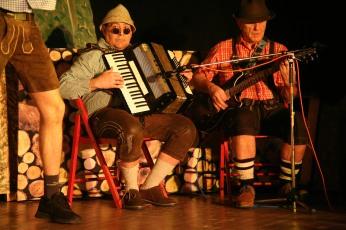 """Ingomar Illetschko und Peter Grundböck (von links) begleiteten die """"Holzhackerbuam"""""""