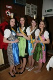 Jasmin Dürauer, Carina Pokorny, Irina Mayer und Sophie Dürauer (von links) begleiteten als Weinprinzessinnen Pröll's letzten Festumzug