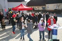 Frühlingshaftes Wetter begünstigte die Veranstaltung, die am Parkplatz vor der Sparkassenfiliale stattfand