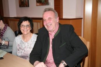 Josef Dürauer (mit Gattin Marlene), der den Verein 12 Jahre lang geführt hatte, stand aus gesundheitlichen Gründen nicht mehr als Obmann zur Verfügung