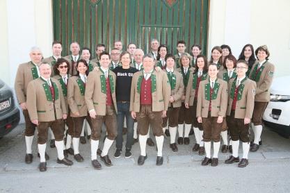 Der Musikverein Murstetten schenkte Walter Kahri (Bildmitte) die Musik zum Frühschoppen