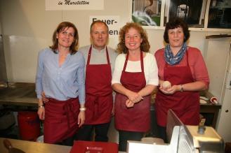 Hermi und Josef Wiebogen, Marianne Zobel und Emma Gschwandtner (von links) bedienten die kleine Küche