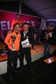 Dominik Dorner, Anton Puxbaum (vorne von links), Gerald Gudernatsch, Andreas Kos und Michael Franz führten die Preisverleiung durch und nahmen den Pokal für den 7. Platz der Murstettner Wettkampfgruppe entgegen.
