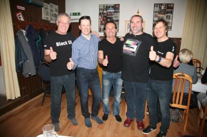 Franz Mader, Hermann Pechacek, August Lebschy, Alexander Maria Lehner und Walter Kahri (von links) freuen sich über den gelungenen Kabarettabend