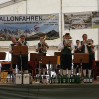 Für den Frühschoppen spielte die Perschlingtaler Dorfmusik auf