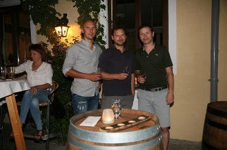 Roland Schauer, Christian Friesenegger und Rainer Plamauer (von links) präsentierten ihren Single Malt Whisky, den sie seit 1999 in Egelsee destillieren