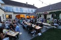 Das Sommerfest fand Open Air im idyllischen Innenhof statt