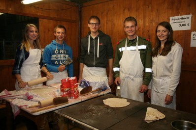 Verena Kerschner, Christoph Peyer, Andreas, Markus und Michaela Eder (von links) bereiteten vorzügliche Feuerflecken