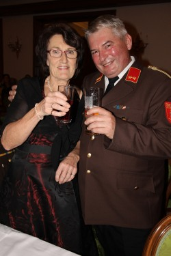 Kdt. Willi Eigner gratulierte zu mitternächtlicher Stunde Christine Gräll zum Geburtstag
