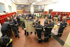 Übungsbesprechung in der Garage des FF-Hauses in Langmannersdorf