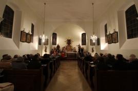 Alle Sitzplätze der prachtvollen Dorfkapelle waren belegt