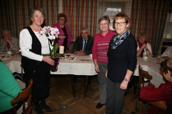 Gratulationen zum runden Geburstag, von links: Erika Figl, Obfrau Waltraud Niederhametner, Bgm. Reinhard Breitner und Rosa Wegscheider