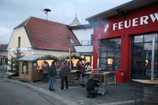 Die Wettkampfgruppe der FF Murstetten lud zur Wintersonnenwendfeier vor das Feuerwehrhaus