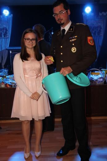 Glücksengerl Jessica Schwarz und Gerald Gudernatsch bei der Tombola