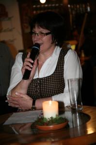 BAG-Obfrau Ingeborg Dockner begrüßte die Gäste und dankte der Familie Ruthmair für die Einladung und dem Musikvereinsobmann Franz Schubert für die Organisiation