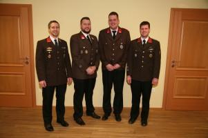 Beförderungen, von links: Kdt. OBI Christoph Eigner, Oberbrandmeister Anton Eigner, Hauptfeuerwehrmann Philipp Dürauer und Kdtstv. BI Philipp Poschmaier