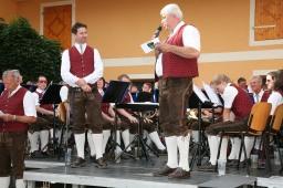 "Bgm. Kapellmeister Andreas Kos (links) war nach dem Konzert erleichtert, Reinhard Breitner (rechts) lobte den Musikverein als ""Aushängeschild"" der Gemeinde"