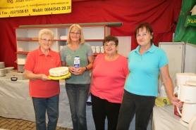 Hedwig Amon, Sabine Harm, Gertrude König und Herta Hell (von links) servierten Kaffee und Kuchen