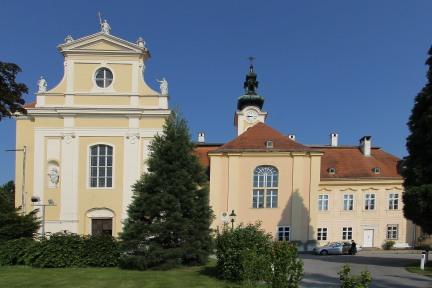Pfarrkirche und Schloss Heiligenkreuz