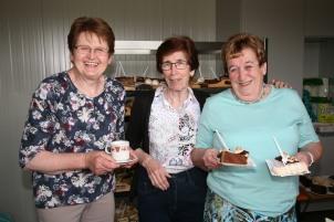 Helene Schildberger, Gertrude Wurlitzer und Susanne Jilch (von links) boten Kaffee und Kuchen an