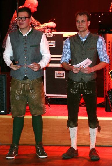 Die Leiter Simon Schwab und Markus Eder (von links) begrüßten die Gäste und stellten das Programm in einer Doppelconference vor