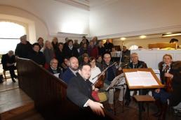 Chor und Orchester der Pfarre brachten am 25. Dezember unter der Leitung von Andreas Kos (Vordergrund) die Christkindlmesse von Ignaz Reimann zur Aufführung.