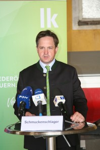 Präsident Johannes Schmuckenschlager erläuterte die Notwendigkeit einer sicheren Versorgung mit regionalen Produkten und Dienstleistungen, die sich auch während der Covid-19-Krise bewährt hat, und die enge Partnerschaft von Landwirten und Unternehmern.