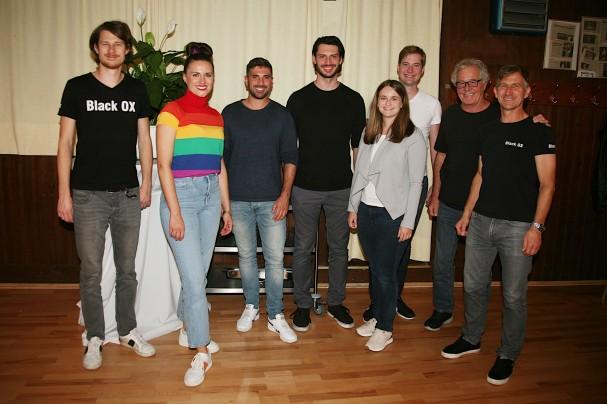 Patrick Rauch, Katie La Folle, Ben Marecek, Nikita Musner, Evelin Pichler, Michael Großschädl, Franz Mader und Walter Kahri (von links)